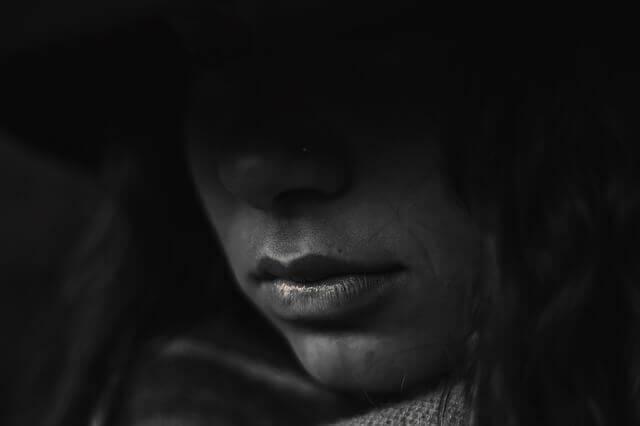 La psychose post-partum est une maladie avec son degré de gravité qui se différencie de la dépression post-partum