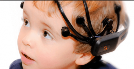 Le neurologue réalise un examen poussé pour diagnostiquer les crises d'absence