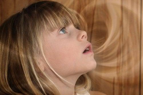 enfant possédant un retard de langage