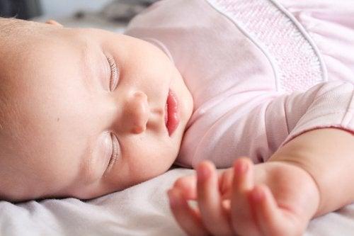 les vêtements du bébé doivent être doux