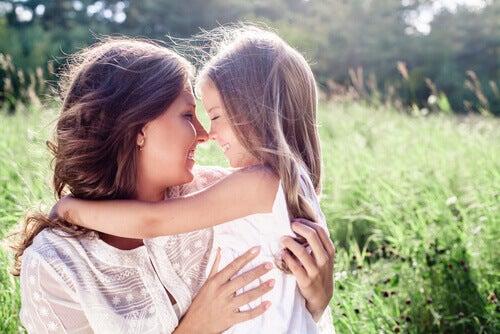 Les avantages d'être mère aident la femme à se sentir bien dans sa maternité