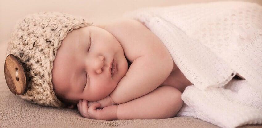 La musique et les chansons infantiles sont très bienfaisantes au moment de dormir car elles apaisent le bébé