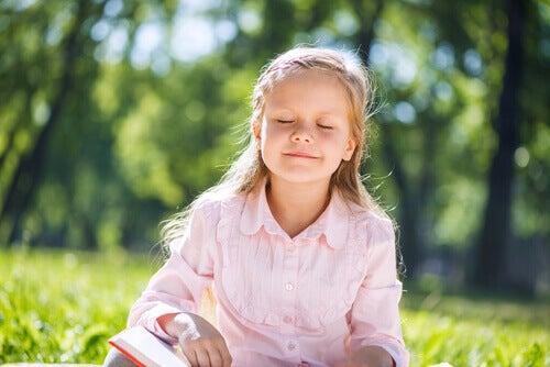 La technique du ballon permet à l'enfant de contrôler sa respiration et de réduire les états de stress