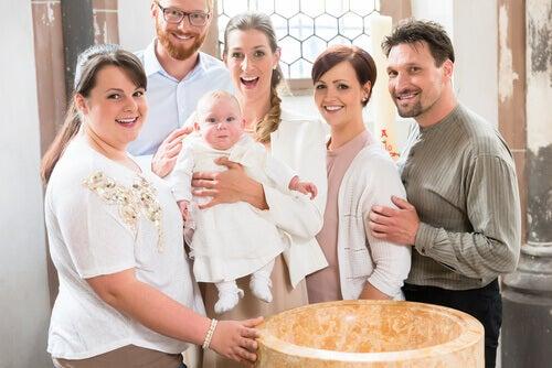Le parrain de baptême doit montrer l'exemple et guider son filleul dans la vie chrétienne