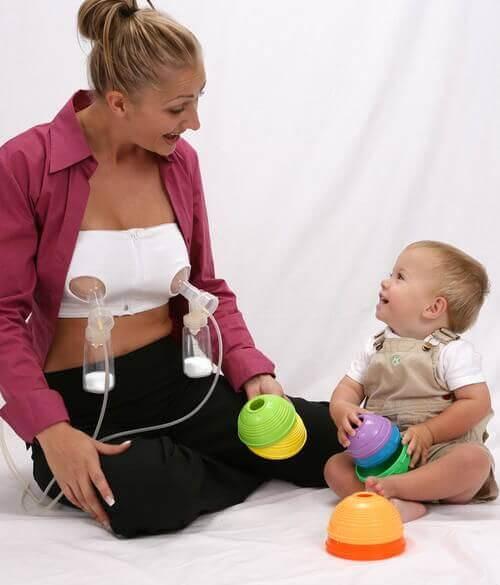 Il est efficace d'utiliser le tire-lait pendant l'allaitement