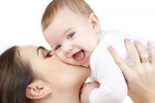 Pourquoi est-il bon d'apprendre aux bébés à sourire ?