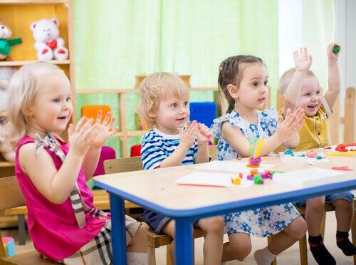Les crèches proposent une multitude de jouets et d'activités pour les enfants