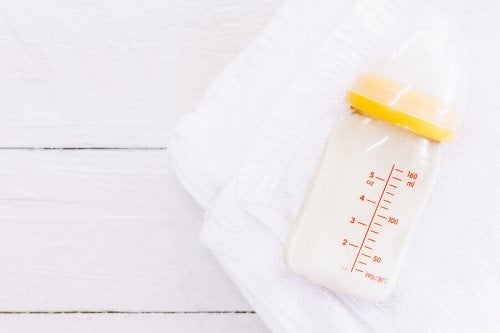 Astuces pour nettoyer le biberon de bébé