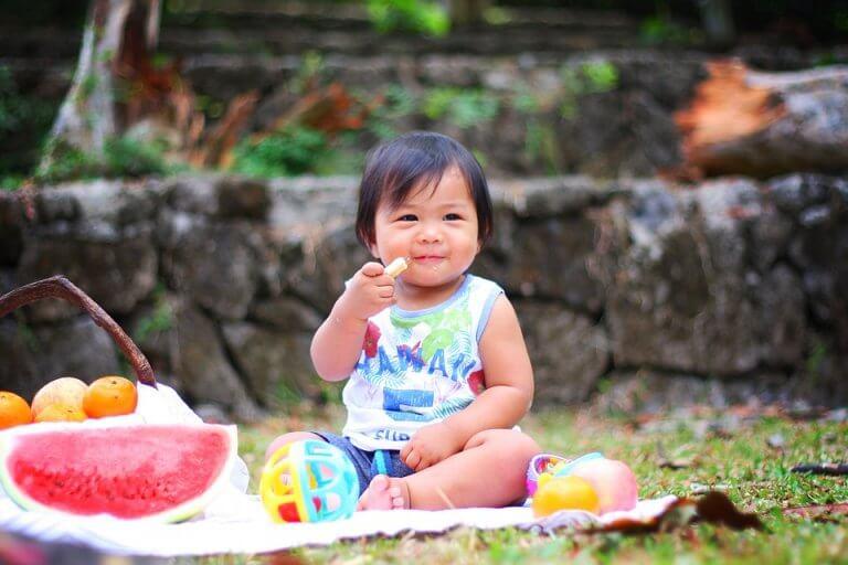 Introduire les fruits dans l'alimentation des enfants est essentiel pour qu'il développe des habitudes saines