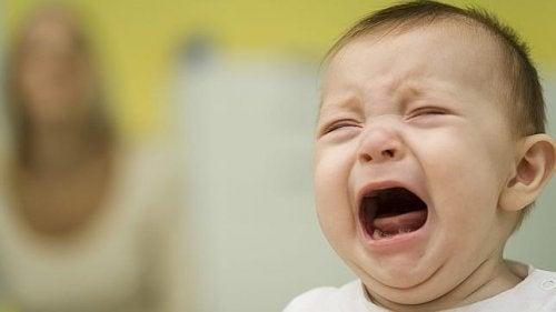 Comprendre les pleurs et les raisons pour lesquelles un enfant peut pleurer