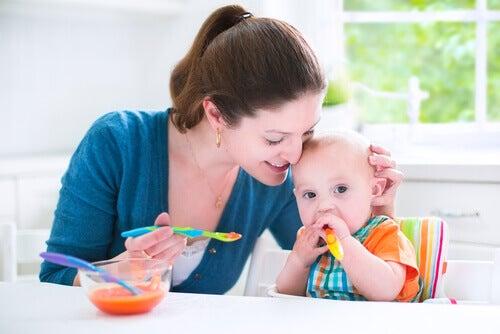 Les purées de légumes permettent au bébé de découvrir de nouvelles saveurs et de s'habituer à une alimentation saine