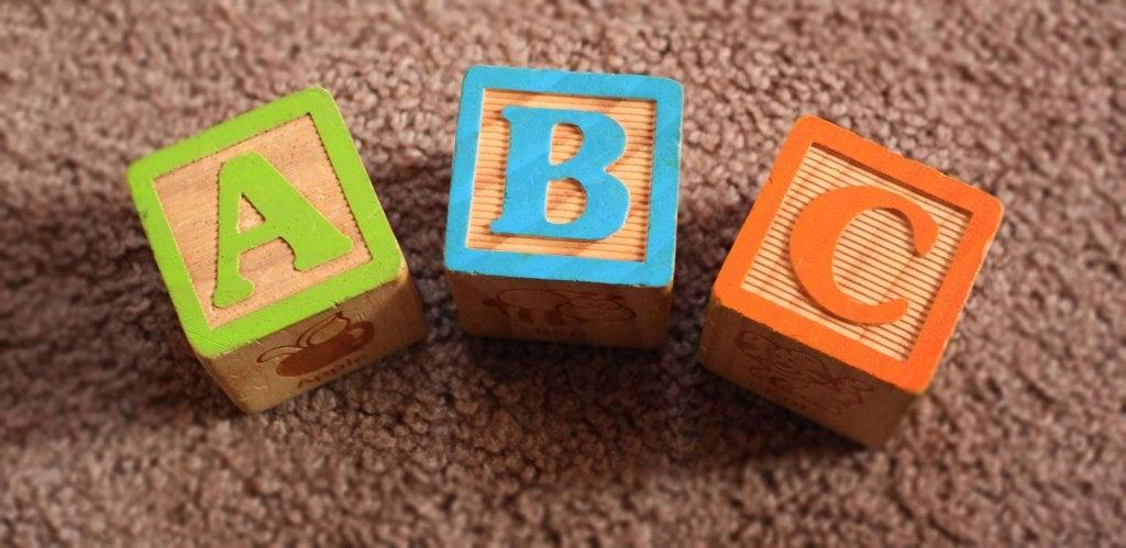 Quels sont les facteurs qui influencent le développement du langage ?