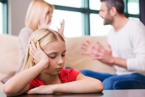 enfant mise de côté durant le divorce des parents