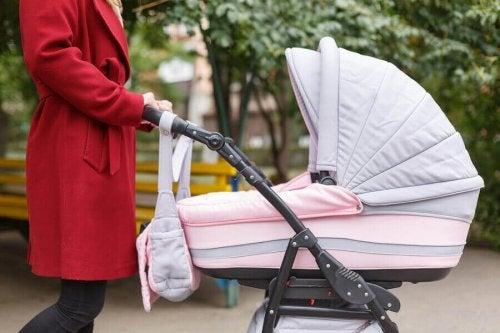 Que mettre dans le sac à poussette pour mon bébé ?