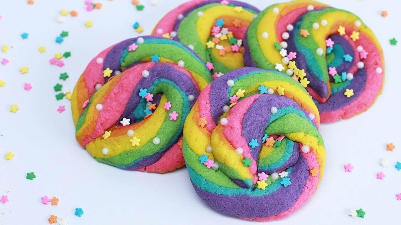 Les biscuits pour enfants de toutes les couleurs font le bonheur de tous.