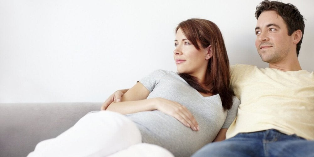 la couvade : quand l'homme ressent les effets de la grossesse