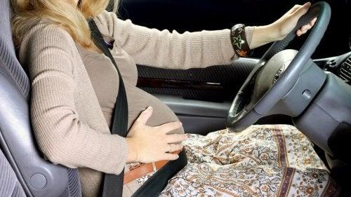 la meilleure manière pour conduire enceinte
