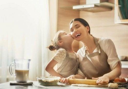 L'amour d'une mère dans les yeux de sa fille