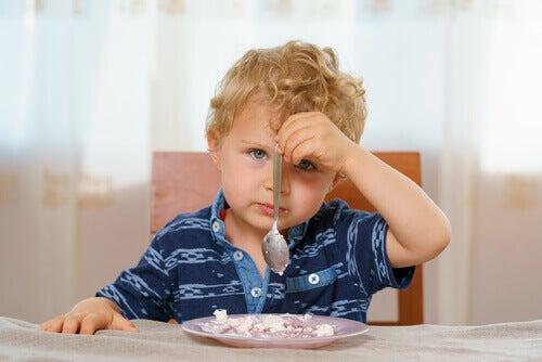 Que faire si mon enfant souffre d'insuffisance pondérale ?