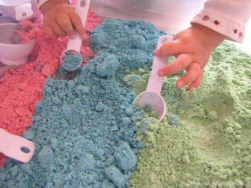 Le sable magique pour jouer avec vos enfants
