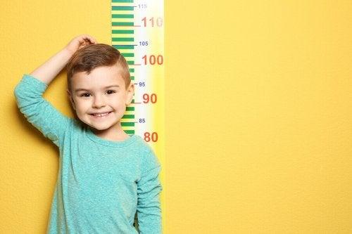 La croissance des garçons : jusqu'à quel âge grandissent-ils ?