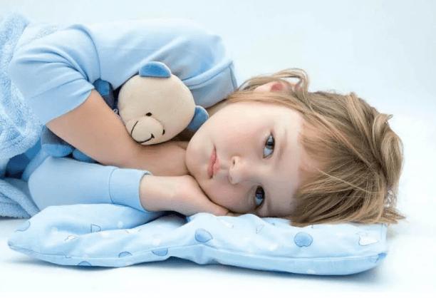 enfant qui mouille son lit