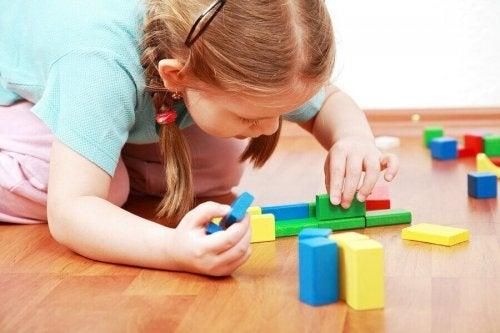 Pourquoi est-il bon pour les enfants d'apprendre à jouer seul ?