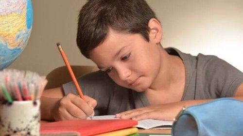 Aider ses enfants à faire ses devoirs