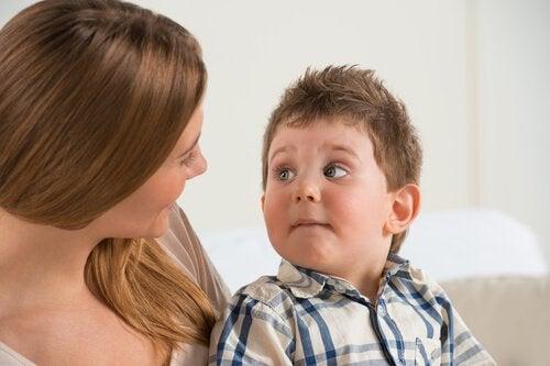 Afin de prévenir l'abus sexuel infantile, il est indispensable de créer un lien étroit et de confiance entre enfants et parents.
