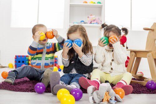 Offrir beaucoup de jouets à l'enfant peut lui nuire plus tard