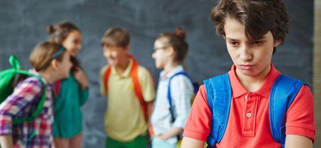 Les compétences sociales sont indispensables pour le développement des enfants qui doivent apprendre à vivre avec les autres.