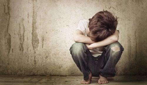 La négligence émotionnelle crée des adultes peu assertifs