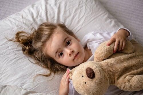 Mon enfant ne dort pas assez: si cela persiste, il faut consulter un médecin.