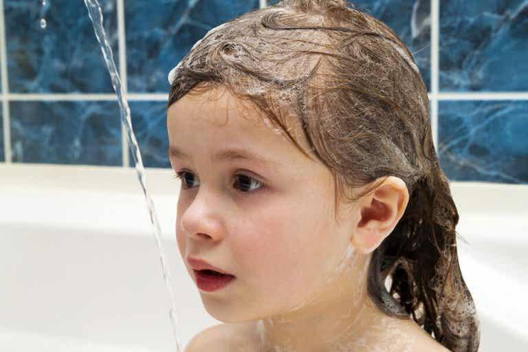 Est-il bon de laver les cheveux des enfants tous les jours ?