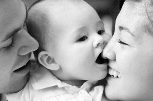 Laisser le bébé pleurer peut être synonyme d'ignorer ses besoins.