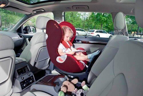 Types de sièges auto pour bébés et enfants
