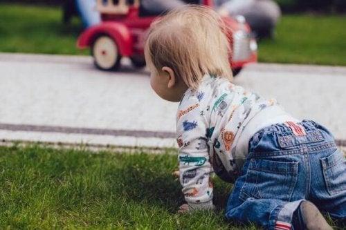 un enfant à un âge avancé
