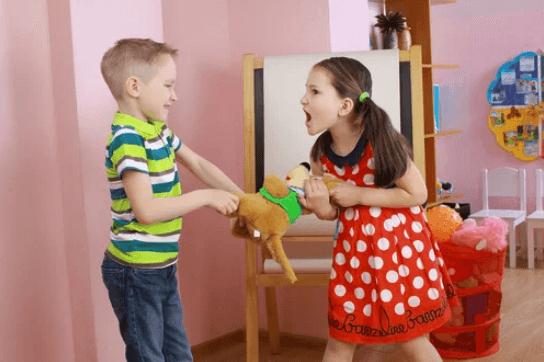 Enfant qui apprend à se défendre