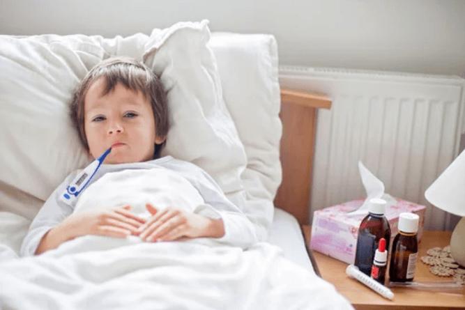 Enfant atteint d'une bronchite