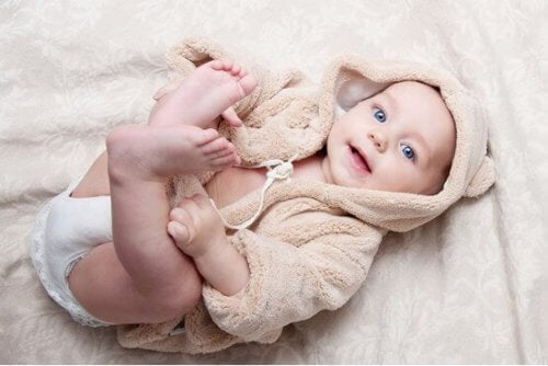 Les premiers jours du développement physique du bébé