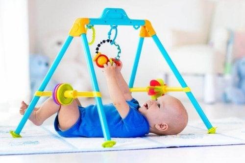 Parcs et tapis d'éveil pour bébés