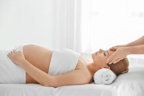 massage pour éviter la peur de l'accouchement