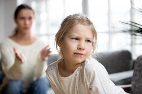 Les parents hélicoptères et la conséquence chez les enfants