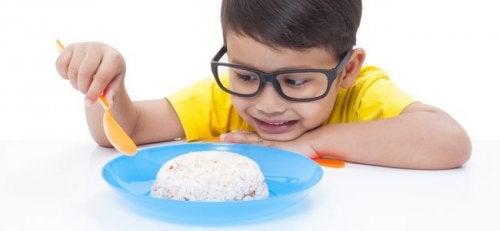 Le riz est un des aliments les plus conseillés en cas de maux de ventre ou de gastrite.