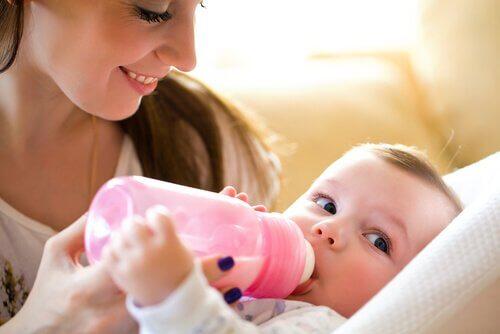 l'alimentation du bébé durant les premières semaines