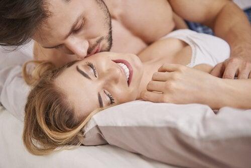 La fécondation a lieu lorsque les deux gamètes, féminines et masculines, rentrent en fusion.