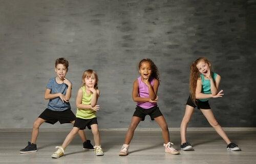 La danse est une pratique que les enfants apprécient énormément dès leur plus jeune âge.