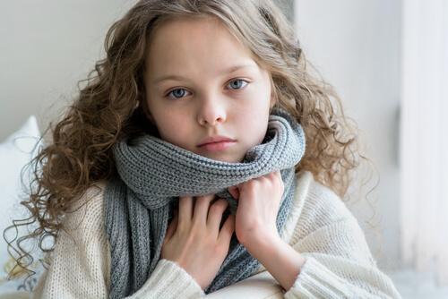 Angine de l'enfant : la maladie qui arrive avec le froid