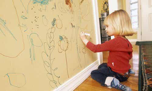5 astuces pour éviter que les enfants dessinent sur les murs