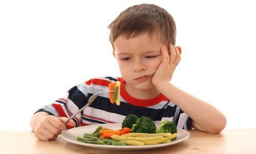 Un enfant ne veut pas manger ses légumes
